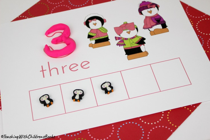 Preschoolers will love counting with five Christmas penguins! These preschool counting mats are great practice for early math fun.